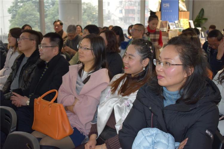 从心出发,无问西东 —四川省妇联公益律师、成都市作家协会会员杨雨凡新作《眉间心上》诗词集发布 36