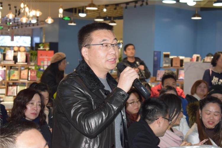 从心出发,无问西东 —四川省妇联公益律师、成都市作家协会会员杨雨凡新作《眉间心上》诗词集发布 47