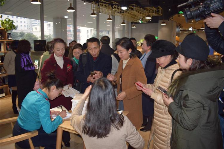 从心出发,无问西东 —四川省妇联公益律师、成都市作家协会会员杨雨凡新作《眉间心上》诗词集发布 49