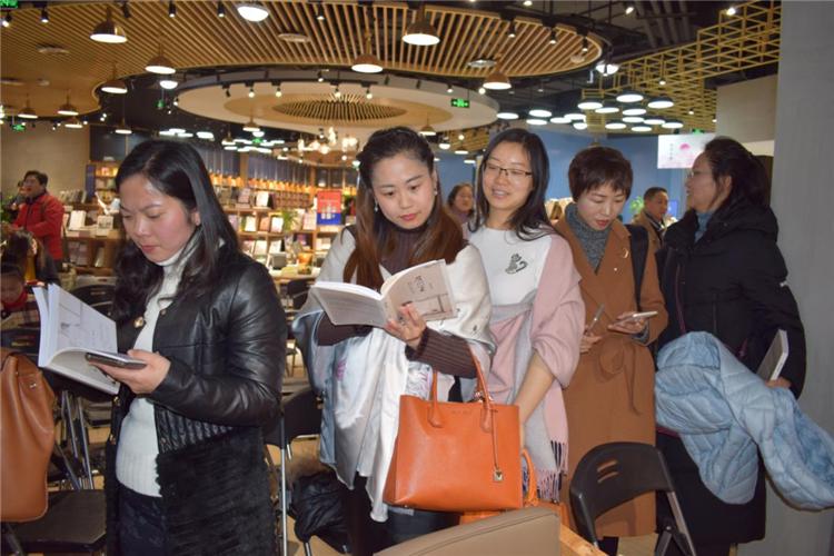从心出发,无问西东 —四川省妇联公益律师、成都市作家协会会员杨雨凡新作《眉间心上》诗词集发布 50